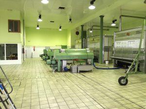 Interior de una cooperativa de aceite de oliva virgen extra