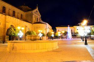 Plaza de la iglesia en Porcuna, Jaén