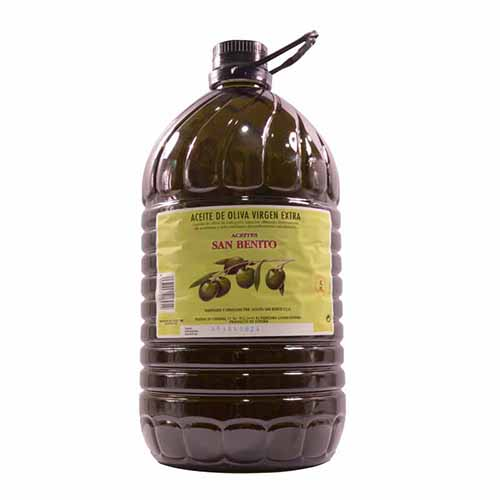 Extra virgin olive oil of picual olive, the best oil for frying