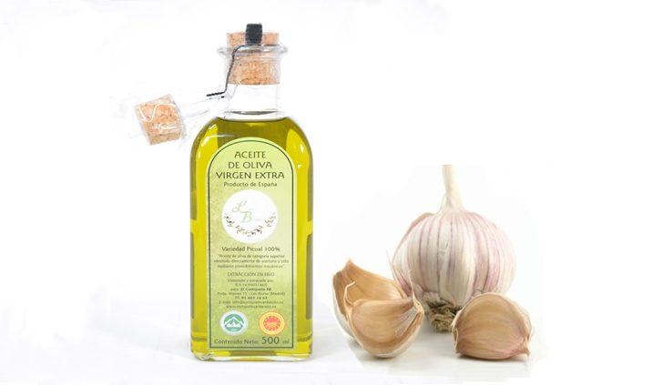 aceite de oliva con las propiedades del ajo