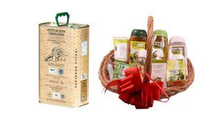 Cesta con productos de cosmética con aceite de oliva