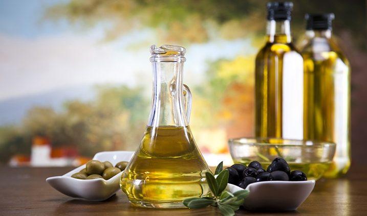 Botellas con aceite de oliva