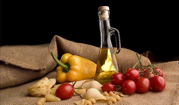 El tomate y el aceite de oliva aportan grandes beneficios para la salud